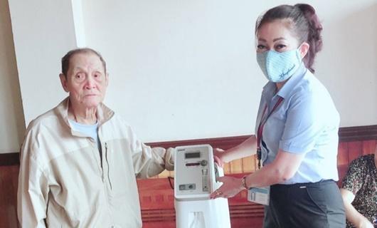 Cụ ông 90 tuổi tặng máy thở cho UBND phường để chống dịch Covid-19 - Ảnh 1