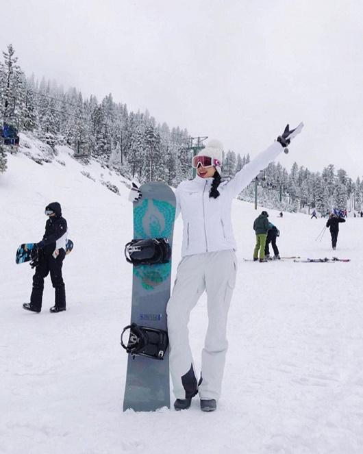 Phạm Hương học Kendall Jenner diện bikini khoe body nóng bỏng giữa trời tuyết - Ảnh 5
