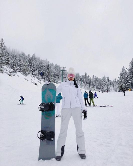 Phạm Hương học Kendall Jenner diện bikini khoe body nóng bỏng giữa trời tuyết - Ảnh 6