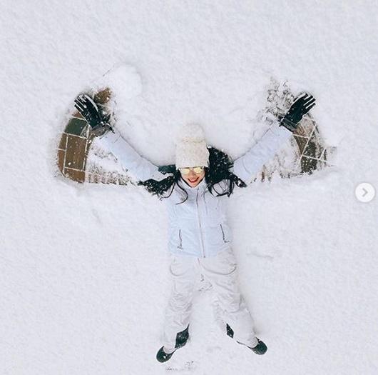 Phạm Hương học Kendall Jenner diện bikini khoe body nóng bỏng giữa trời tuyết - Ảnh 7