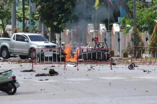 Thái Lan: 25 người bị thương sau hai vụ nổ bom liên tiếp - Ảnh 1