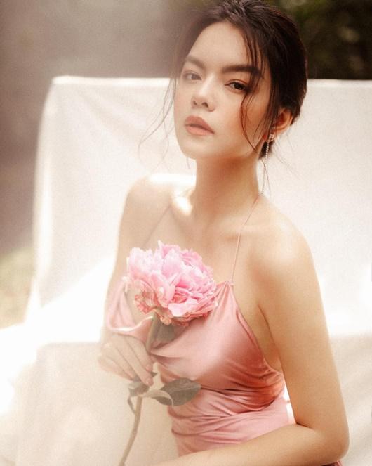 Phạm Quỳnh Anh thăng hạng nhan sắc lẫn vẻ gợi cảm sau khi ly hôn - Ảnh 4