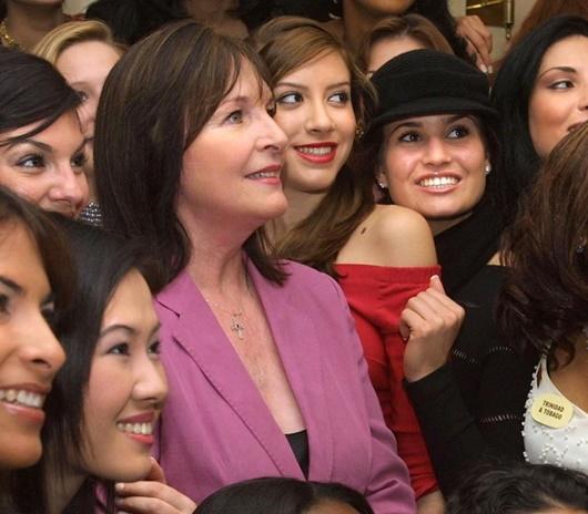 Miss World phủ nhận tin Chủ tịch Julia Morley nhiễm Covid-19 - Ảnh 2