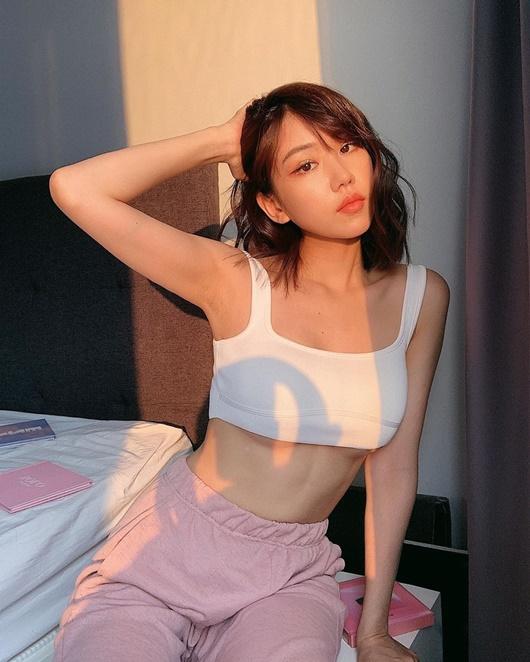 Vẻ đẹp gợi cảm, đầy sức sống như thiếu nữ đôi mươi của Min - Ảnh 4