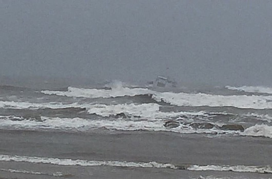 Bộ đội Biên phòng Hà Tĩnh ứng cứu kịp thời 8 thủy thủ gặp nạn trên biển - Ảnh 1