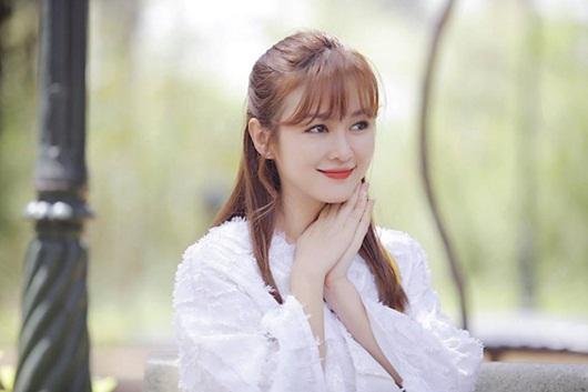 """Nhan sắc nữ diễn viên Ribi Sachi, """"bạn gái tin đồn"""" của Ngô Kiến Huy - Ảnh 2"""