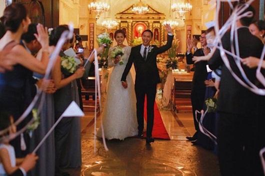 Ông xã Hà Tăng đăng ảnh nắm tay vợ vừa tình cảm vừa sang chảnh như trong phim - Ảnh 2