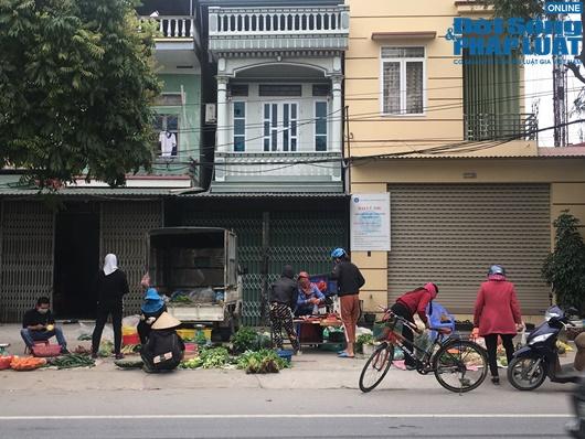 Đường phố vắng vẻ từ thành thị đến nông thôn, người dân nghiêm túc thực hiện cách ly xã hội - Ảnh 18