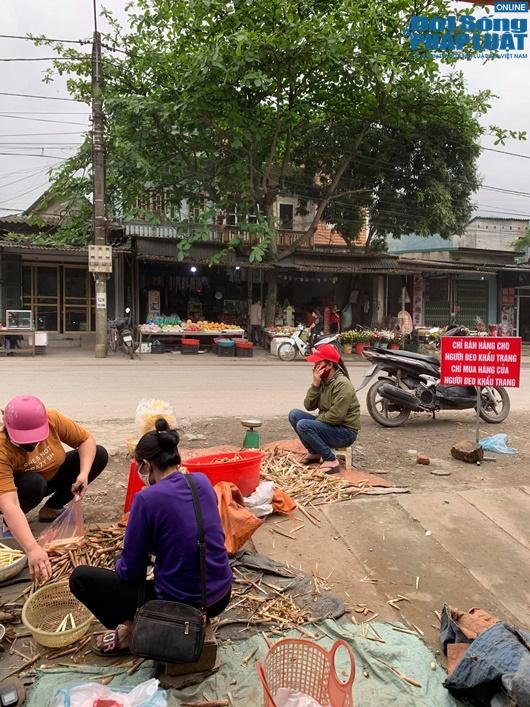 Đường phố vắng vẻ từ thành thị đến nông thôn, người dân nghiêm túc thực hiện cách ly xã hội - Ảnh 21
