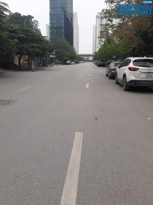 Đường phố vắng vẻ từ thành thị đến nông thôn, người dân nghiêm túc thực hiện cách ly xã hội - Ảnh 2