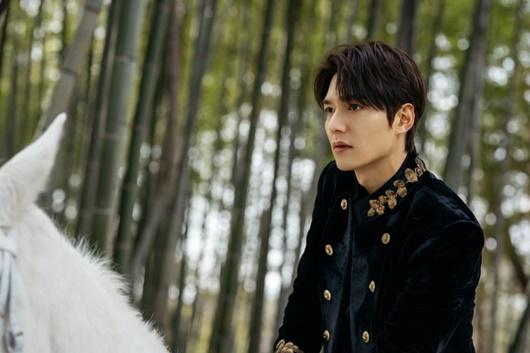 """""""Bạch mã hoàng tử"""" Lee Min Ho cưỡi ngựa đi gặp """"crush"""" và cái kết không như cổ tích - Ảnh 4"""