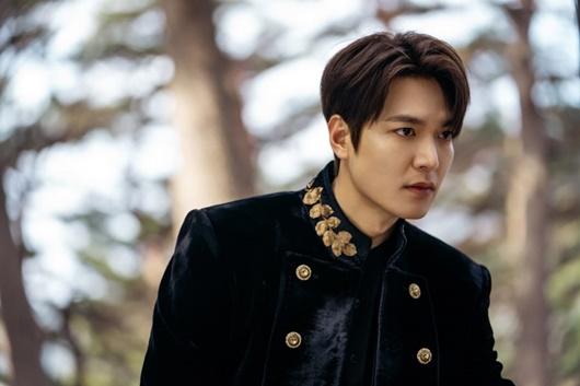"""""""Bạch mã hoàng tử"""" Lee Min Ho cưỡi ngựa đi gặp """"crush"""" và cái kết không như cổ tích - Ảnh 5"""