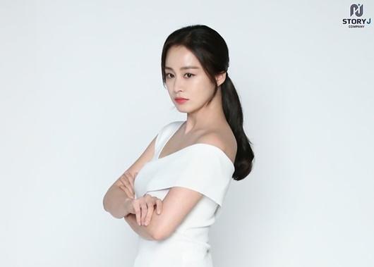 """Kim Tae Hee: Hành trình nhan sắc từ """"nữ thần đại học"""" đến bà mẹ hai con 40 tuổi vẫn còn nguyên sức hút - Ảnh 16"""