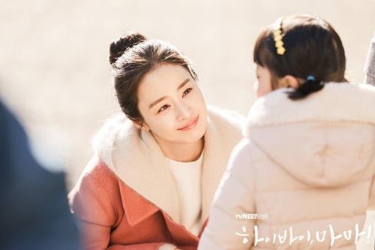 """Kim Tae Hee: Hành trình nhan sắc từ """"nữ thần đại học"""" đến bà mẹ hai con 40 tuổi vẫn còn nguyên sức hút - Ảnh 18"""