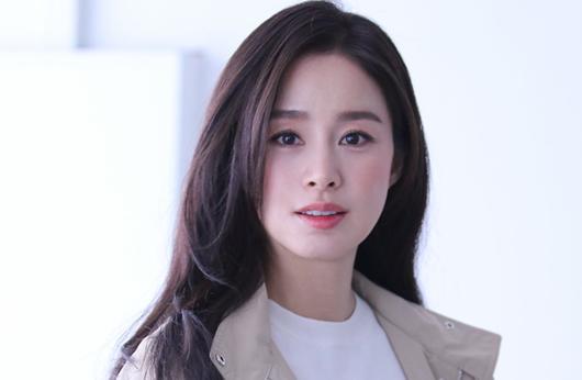 """Kim Tae Hee: Hành trình nhan sắc từ """"nữ thần đại học"""" đến bà mẹ hai con 40 tuổi vẫn còn nguyên sức hút - Ảnh 17"""