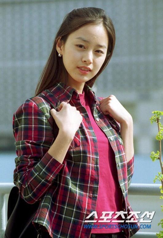 """Kim Tae Hee: Hành trình nhan sắc từ """"nữ thần đại học"""" đến bà mẹ hai con 40 tuổi vẫn còn nguyên sức hút - Ảnh 2"""