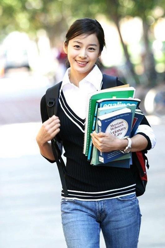 """Kim Tae Hee: Hành trình nhan sắc từ """"nữ thần đại học"""" đến bà mẹ hai con 40 tuổi vẫn còn nguyên sức hút - Ảnh 4"""