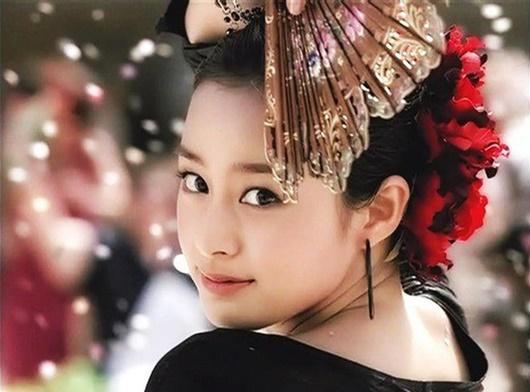 """Kim Tae Hee: Hành trình nhan sắc từ """"nữ thần đại học"""" đến bà mẹ hai con 40 tuổi vẫn còn nguyên sức hút - Ảnh 6"""