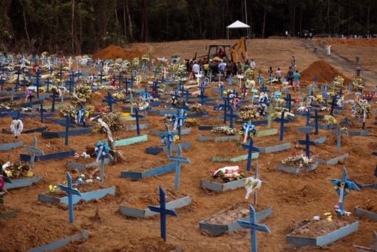Brazil nguy cơ thành điểm nóng Covid-19: Nhiều bệnh viện, nhà xác quá tải - Ảnh 2