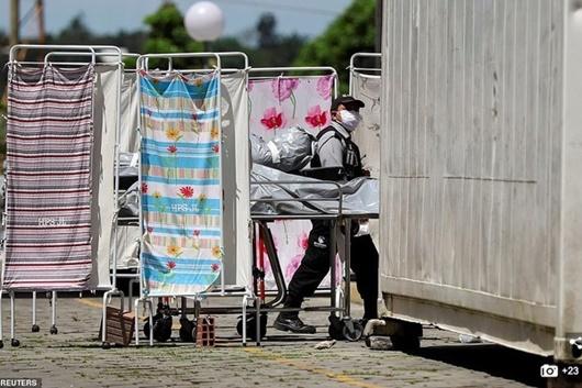 Brazil nguy cơ thành điểm nóng Covid-19: Nhiều bệnh viện, nhà xác quá tải - Ảnh 1