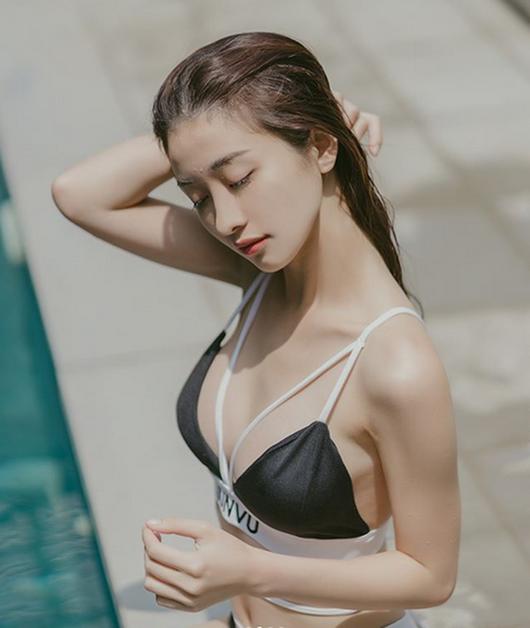 """Loạt người đẹp Việt khoe eo nhỏ xíu, """"thách thức"""" ngôi vị """"vòng eo 56"""" của Ngọc Trinh - Ảnh 5"""
