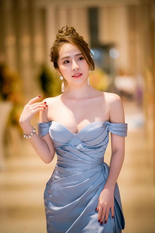 """Loạt người đẹp Việt khoe eo nhỏ xíu, """"thách thức"""" ngôi vị """"vòng eo 56"""" của Ngọc Trinh - Ảnh 10"""