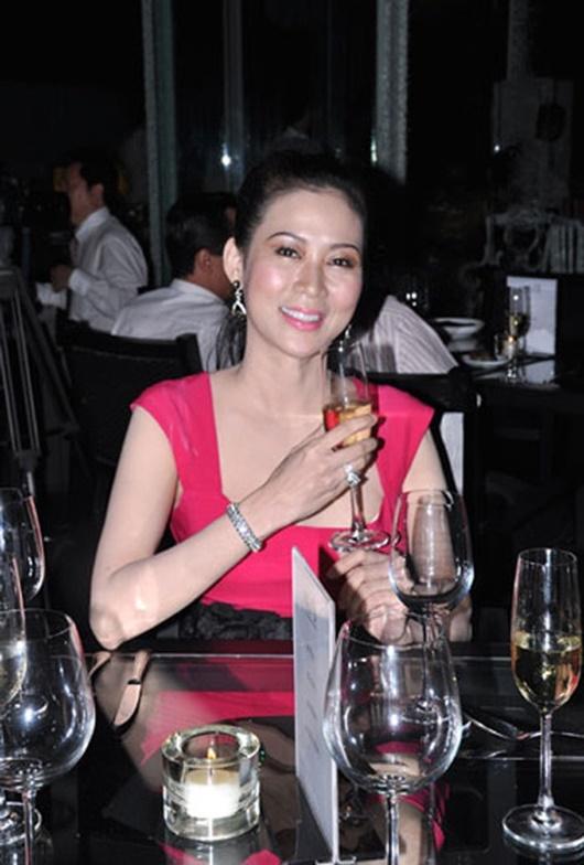 """""""Nữ hoàng ảnh lịch"""": Chuyện quá khứ khiến Diễm Hương từ bỏ đóng phim, không muốn nhắc tới - Ảnh 10"""