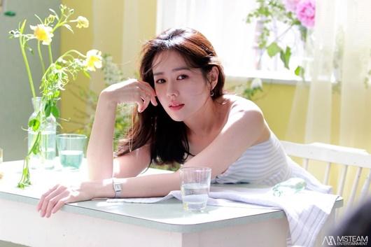"""Son Ye Jin: Ngọc nữ điện ảnh thử sức với """"cảnh nóng"""", vướng nghi vấn đồng tính - Ảnh 2"""