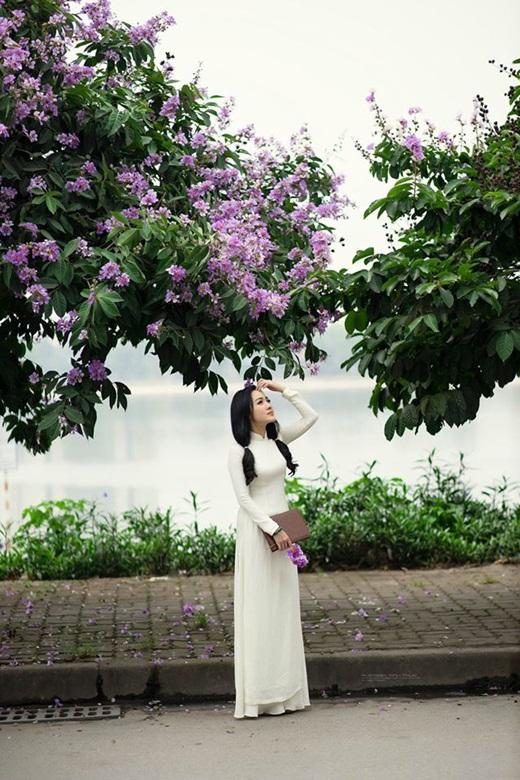 """BTV Hoài Anh diện áo dài trắng tinh khôi, được ví như """"nữ sinh"""" ở tuổi 40 - Ảnh 3"""