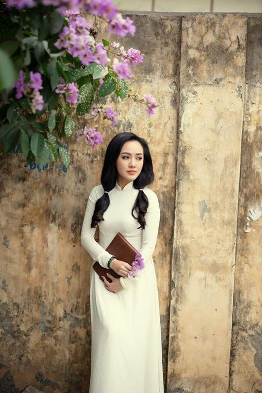 """BTV Hoài Anh diện áo dài trắng tinh khôi, được ví như """"nữ sinh"""" ở tuổi 40 - Ảnh 6"""