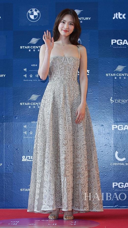 """Lee Yeon Hee: Ngọc nữ nhà SM sở hữu nhan sắc như hoa hậu, bị chê """"dư sắc thiếu tài"""" - Ảnh 8"""