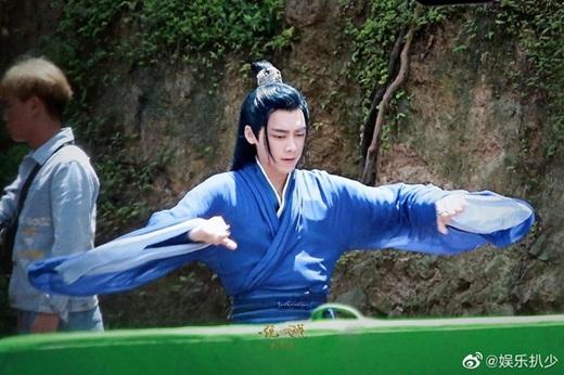 """Lý Dịch Phong lần đầu lộ ảnh trong """"Kính Song Thành"""": Tạo hình tiên khí, đẹp trai """"ngút ngàn"""" khiến fan mê mệt - Ảnh 6"""