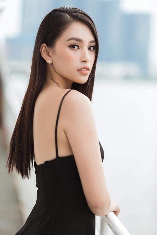"""Hoa hậu Tiểu Vy khoe thần thái sang chảnh, gợi cảm với tông tím """"hot trend"""" - Ảnh 4"""