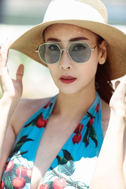 Hoa hậu Hà Kiều Anh diện bikini khoe thân hình nóng bỏng ở tuổi U50 - Ảnh 1