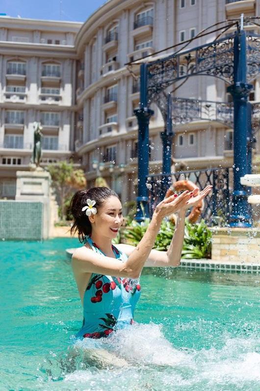Hoa hậu Hà Kiều Anh diện bikini khoe thân hình nóng bỏng ở tuổi U50 - Ảnh 4