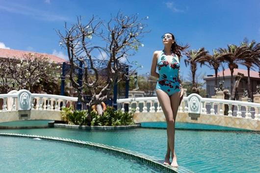 Hoa hậu Hà Kiều Anh diện bikini khoe thân hình nóng bỏng ở tuổi U50 - Ảnh 2