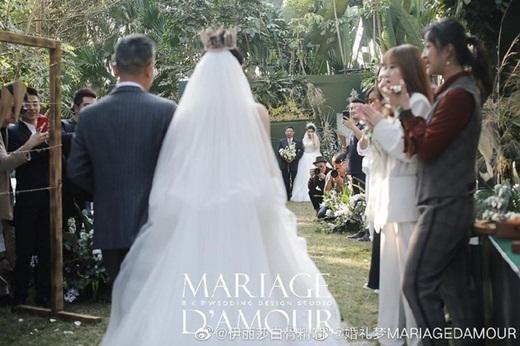 """Lễ cưới đồng tính đẹp như cổ tích của học trò """"Mai Siêu Phong"""" khiến dân mạng Cbiz xôn xao - Ảnh 3"""