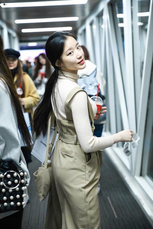 """Choáng ngợp với diện mạo đàn em Kpop đe dọa danh hiệu """"nữ hoàng mặt mộc"""" của Suzy - Ảnh 4"""