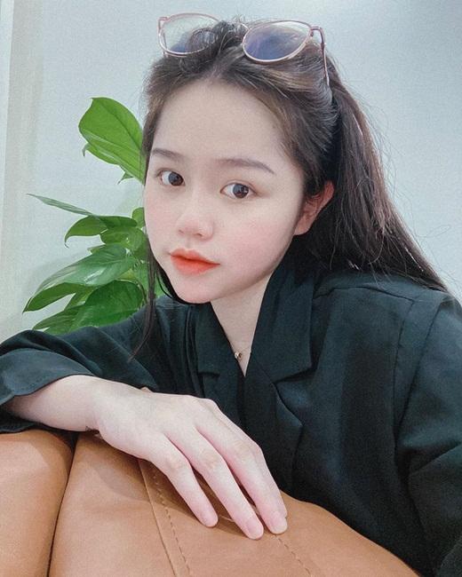 """Bạn gái Quang Hải lộ mặt mộc đẹp thế này, liệu anti-fan có """"tha"""" cho Huỳnh Anh một lần? - Ảnh 3"""