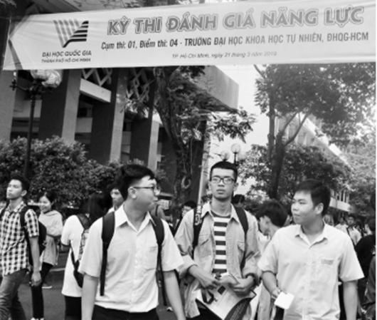 """Bát nháo """"chợ trời"""" luyện thi đánh giá năng lực đại học Quốc gia TP.HCM - Ảnh 1"""
