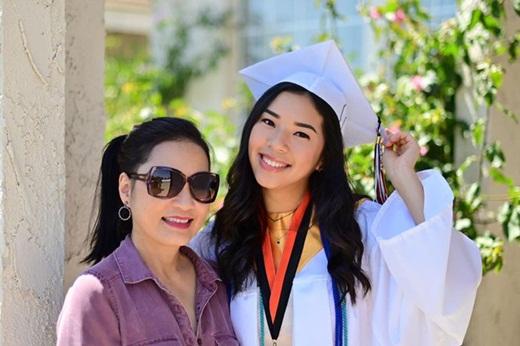 Con gái Hồng Đào - Quang Minh gây xao xuyến với nhan sắc rạng rỡ như trăng rằm - Ảnh 1