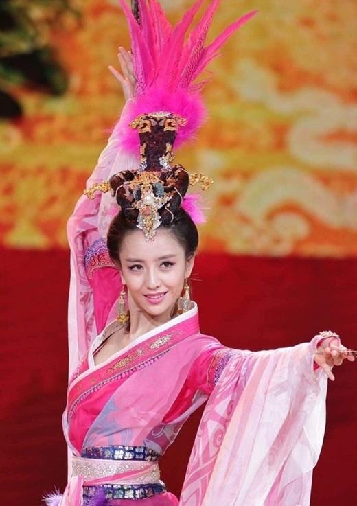 """Top mỹ nhân cổ trang Hoa ngữ: Đồng Lệ Á - Người đẹp Tân Cương duy nhất khiến công chúng biết thế nào là """"phong hoa tuyệt đại"""" - Ảnh 8"""