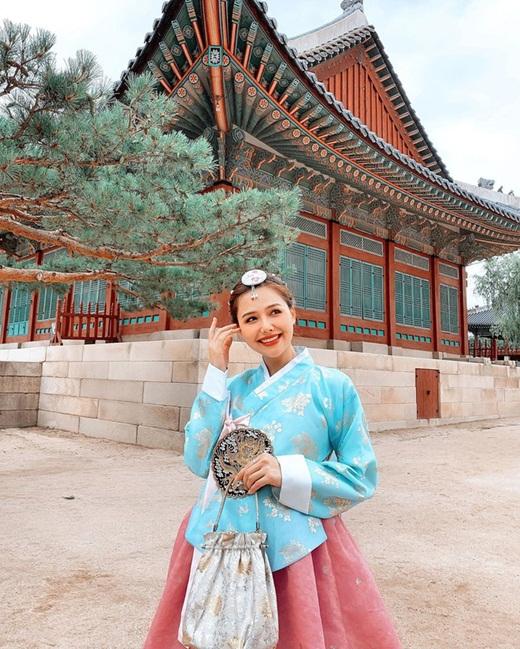 """Phanh Lee khoe thiệp cưới """"kịp deadline"""" lấy chồng năm 30 tuổi sau màn cầu hôn siêu đặc biệt - Ảnh 7"""