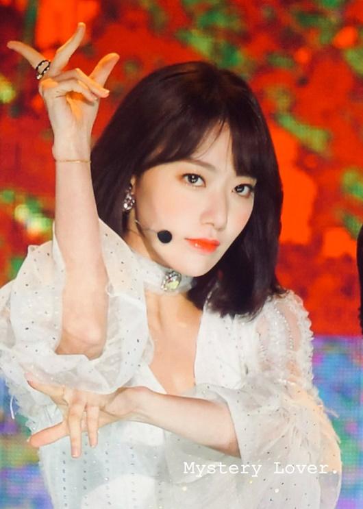 """Sự tiến bộ vượt bậc của nữ idol có gương mặt đẹp thứ 2 châu Á từng bị chê """"nhảy như giun"""" - Ảnh 9"""