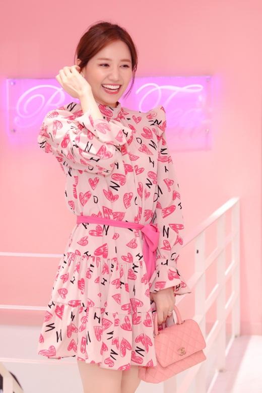 """Hari Won trẻ trung phơi phới ở tuổi 35: Ngoài giảm cân, thể dục thì Trấn Thành là """"vitamin"""" quan trọng - Ảnh 3"""