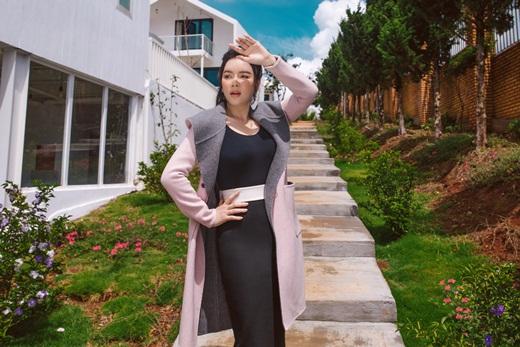 """Lý Nhã Kỳ diện trang phục high-fashion, khoe dáng """"vòng nào ra vòng nấy"""" ở resort triệu đô - Ảnh 4"""