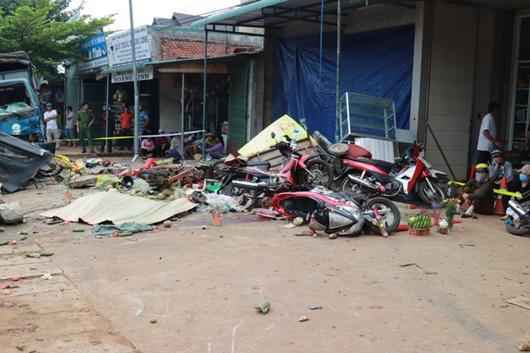 Vụ xe tải lao vào chợ gây tai nạn thảm khốc ở Đắk Nông: Nạn nhân thứ 6 tử vong - Ảnh 1