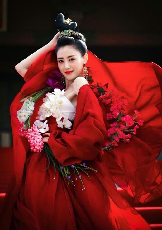 """Top mỹ nhân cổ trang Hoa ngữ: Trương Thiên Ái - Nàng thái tử phi """"nhà nghèo, thiếu vải"""" vẫn đủ sức khuynh đảo màn ảnh - Ảnh 1"""