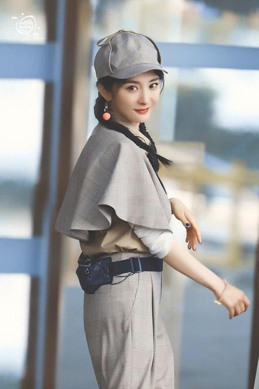 Dương Mịch liên tục biến hóa style, khoe nhan sắc như gái đôi mươi dù đã là mẹ một con 33 tuổi - Ảnh 1