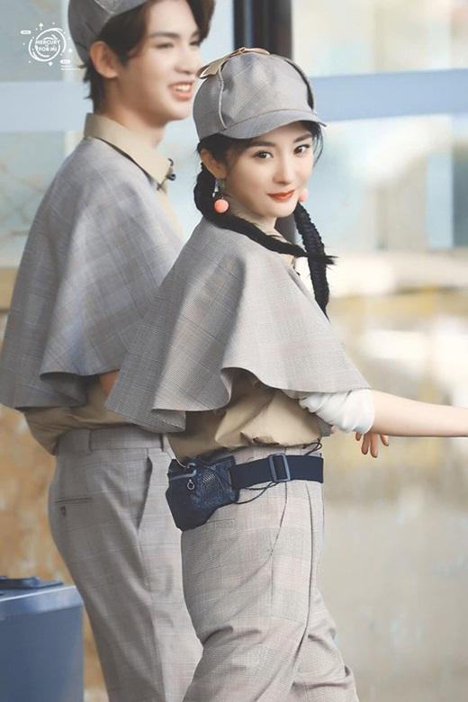 Dương Mịch liên tục biến hóa style, khoe nhan sắc như gái đôi mươi dù đã là mẹ một con 33 tuổi - Ảnh 2